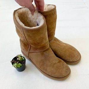 Ugg Classic Short Boots Size 9 Chestnut Suede